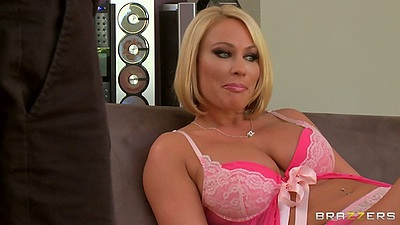 Blonde milf Mellanie Monroe in bras and panties blowjob